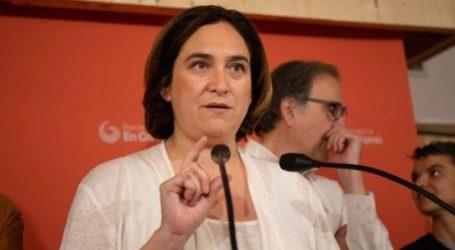 Προσύμφωνο συνεργασίας με τους Σοσιαλιστές επιδιώκει η απερχόμενη δήμαρχος της Βαρκελώνης