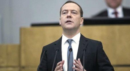 Ο Μεντβέντεφ προβλέπει μελλοντικά τετραήμερη εβδομάδα εργασίας