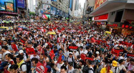 Xιλιάδες διαδηλωτές κατά της έκδοσης καταζητούμενων στην Κίνα