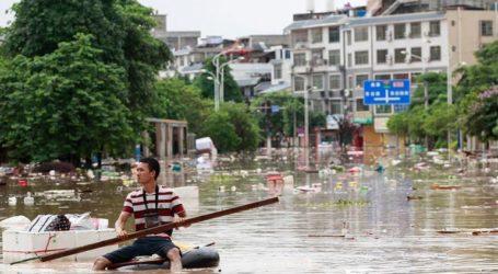 Τουλάχιστον 19 νεκροί λόγω πλημμυρών