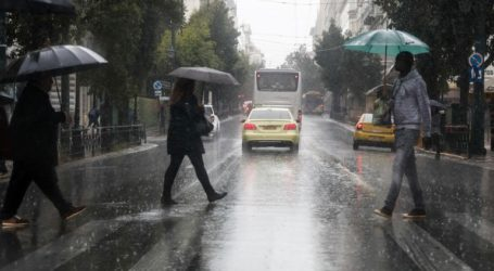 Άνοιξαν οι ουρανοί: Ισχυρές καταιγίδες στην Αττική