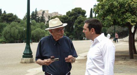 Περίπατο στο Ζάππειο έκανε ο Αλέξης Τσίπρας με τον Βασίλη Βασιλικό