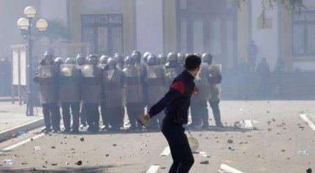 Μικροσυμπλοκές αστυνομίας και οπαδών της αντιπολίτευσης