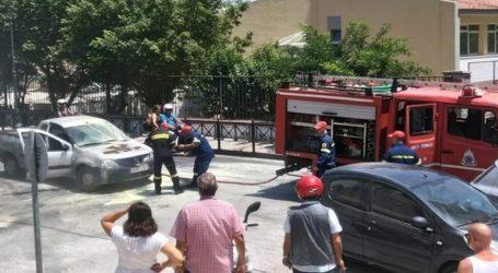 Αυτοκίνητο πήρε φωτιά εν κινήσει στο κέντρο της Μυτιλήνης