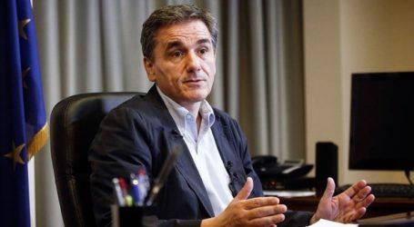 """Ο Ε. Τσακαλώτος """"βλέπει"""" μικρή αύξηση του εισοδήματος των ελλήνων"""