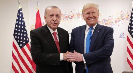 Διαλλακτικός ο Τραμπ – Άφησε ανοιχτό «παράθυρο» αποφυγής κυρώσεων προς την Τουρκία για τους S-400