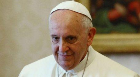 Ο πάπας Φραγκίσκος χαιρετίζει τη συνάντηση του Τραμπ με τον Κιμ Γιονγκ Ουν