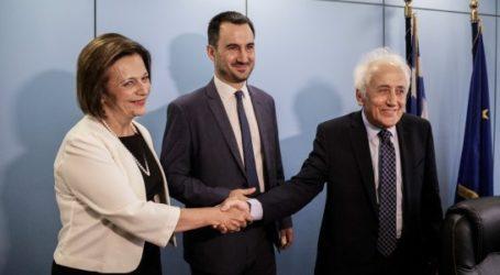 Με Χρυσοβελώνη και Πουλάκη παρέδωσε το Υπουργείο Εσωτερικών ο Χαρίτσης