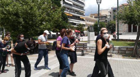 Βολιώτες στα μαύρα με μάσκες ενάντια στην ρύπανση της ατμόσφαιρας [εικόνες]