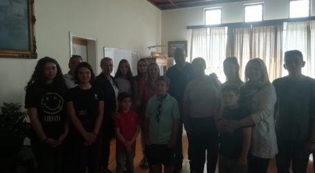 Μαθητές του Σέρβικου σχολείου επισκέφθηκαν το Δημαρχείο Βόλου