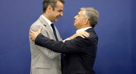 Αγκαλιά με τον Μητσοτάκη ο Κ. Αγοραστός