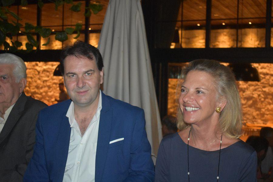 Πλήθος κόσμου στην βραδιά επικοινωνίας της ΝΟΔΕ με Ζαχαράκη και Βόζεμπεργκ στη Λάρισα - Πλούσιο φωτορεπορτάζ