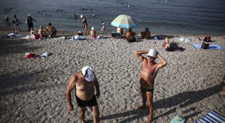Ξεχύθηκαν στις κοντινές παραλίες λόγω υψηλών θερμοκρασιών οι Βολιώτες [εικόνες]