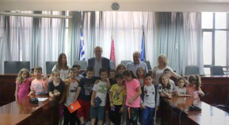 Μαθητές του του 37ουΔημοτικού Σχολείου Λάρισας στο δημαρχείο