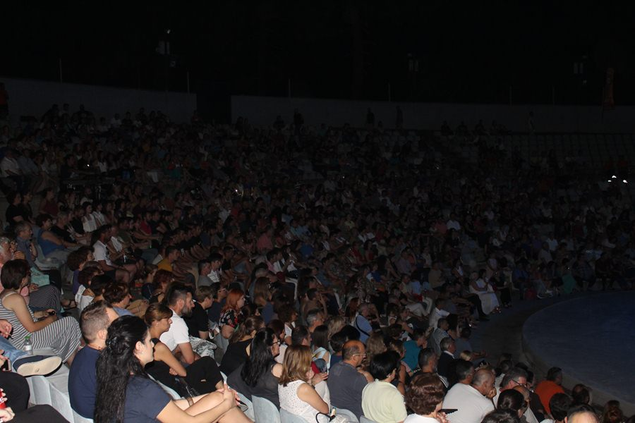 Γέμισε το Κηποθέατρο Αλκαζάρ για τη συναυλία του ΚΕΘΕΑ ΕΞΟΔΟΣ με τους Χαΐνηδες στη Λάρισα (φωτο - βίντεο)
