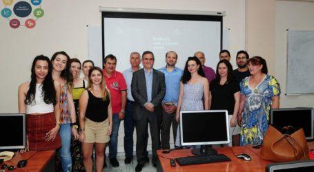 Ο Φίλιππος Σαχινίδης με μεταπτυχιακούς φοιτητές του Πανεπιστημίου Θεσσαλίας