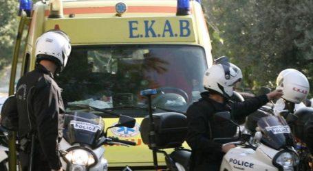 Τρικάβαλο μηχανάκι συγκρούστηκε με ΙΧ στον Βόλο – Στο Νοσοκομείο οι τραυματίες