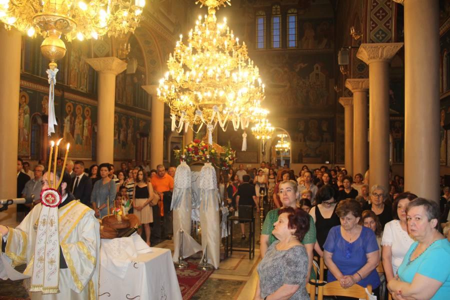 Πλήθος πιστών στον Μέγα εσπερινό στον Ι.Ν. Αγίας Τριάδας (φωτο)