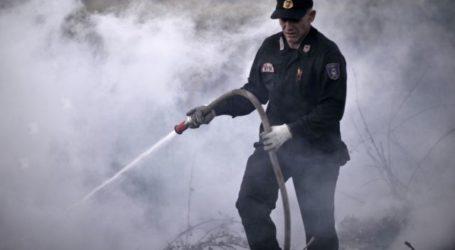 Φωτιά στη Λάρισα κοντά σε κατοικημένη περιοχή