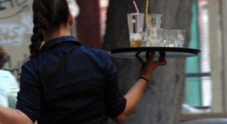 Αναστάτωση στην πλατεία του Τυρνάβου με σερβιτόρα