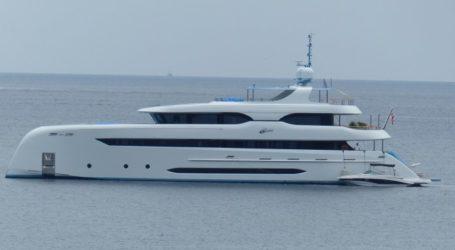 Στη Σκιάθο τo εντυπωσιακό Yacht που κατασκευάστηκε στην Τουρκία και ονομάζεται ELADA [εικόνες]