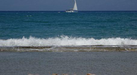 Τρόμος για 3 νεαρούς στον Παγασητικό – Αναποδογύρισε η βάρκα τους λόγω αέρα