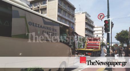 Βόλος: Ακινητοποιήθηκε λεωφορείο στο κέντρο της πόλης [εικόνα]