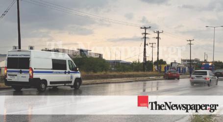 Βόλος: Τροχαίο ατύχημα στην οδό Λαρίσης – Αυτοκίνητο εκτός δρόμου λόγω βροχής [εικόνες]