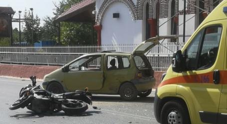 Τροχαίο ατύχημα στον Βόλο – Συγκρούστηκε ΙΧ με μηχανάκι [εικόνα]