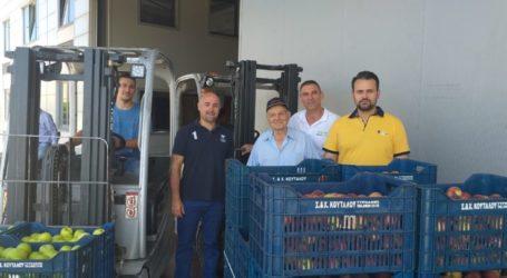 Προσφορά φρούτων στο Κοινωνικό Παντοπωλείο του Δήμου Λαρισαίων