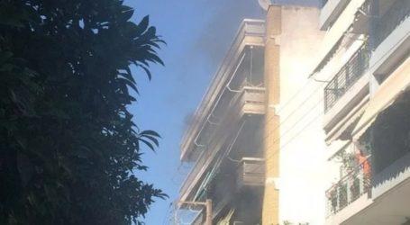 Μεγάλη φωτιά στο κέντρο του Βόλου – Κινδύνεψε να καεί γυναίκα