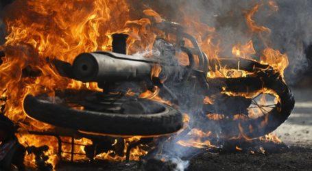 Μηχανάκι τυλίχθηκε στις φλόγες στην οδό Λαρίσης στον Βόλο