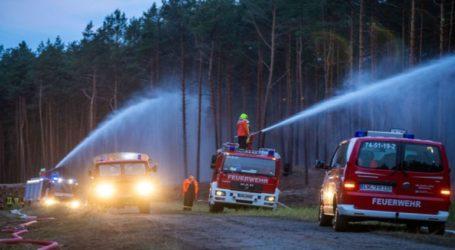 Μεγάλη πυρκαγιά στη βόρεια Γερμανία κατακαίει δάσος γύρω από παλιό στρατόπεδο με πυρομαχικά