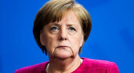 «Η Μέρκελ επιστρέφει στη Γερμανία τριπλά ταπεινωμένη»