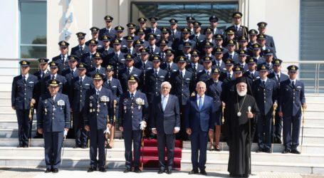 Τα ξίφη στους νέους και τις νέες ανθυποσμηναγούς επέδωσε ο Πρ. Παυλόπουλος