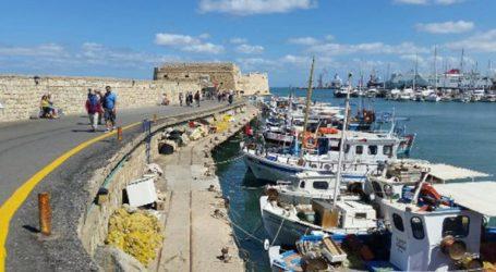 Άγνωστος επιτέθηκε με μαχαίρι σε δύο νέους στο ενετικό λιμάνι του Ηρακλείου