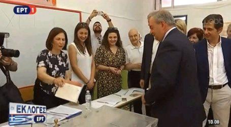 Το εκλογικό του δικαίωμα άσκησε ο πρώην πρωθυπουργός Κ. Καραμανλής