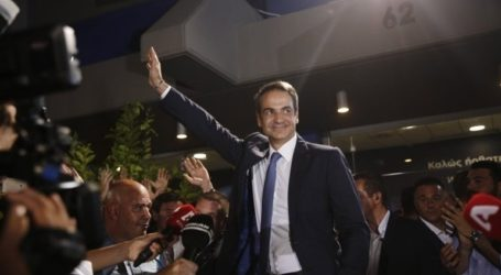Ο ηγέτης της αντιπολίτευσης Κυριάκος Μητσοτάκης σφραγίζει μια σαρωτική νίκη