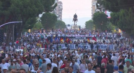 Ειρηνική η διαδήλωση της αντιπολίτευσης στα Τίρανα