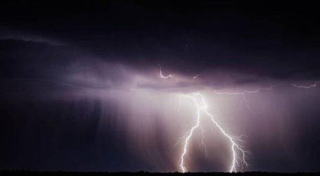 Κεραυνοί «σκίζουν» τον ουρανό στο Άγιο Όρος