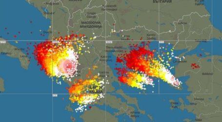 Συνολικά 5.000 κεραυνοί έπληξαν τη Β. Ελλάδα έως τα ξημερώματα