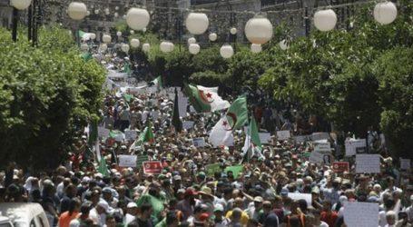 Αλγερία: Στους δρόμους χιλιάδες διαδηλωτές