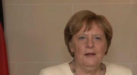 Λαχανιασμένη εμφανίστηκε η Μέρκελ μπροστά στις κάμερες στο Παρίσι