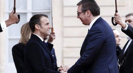 «Συμβιβασμό στο ζήτημα του Κοσόβου» ζήτησε ο Μακρόν από το Βελιγράδι