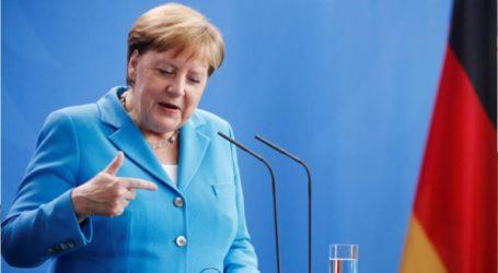 Η Μέρκελ συγχαίρει την Ούρσουλα φον ντερ Λάιεν για την εκλογή της