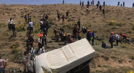 Δεκατέσσερις νεκροί σε τροχαίο με μικρό λεωφορείο που μετέφερε μετανάστες