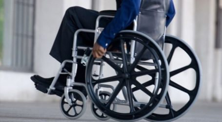 Αναπηρικά αμαξίδια παρέδωσε σε δημότες με κινητικά προβλήματα ο δήμος Κορδελιού- Ευόσμου