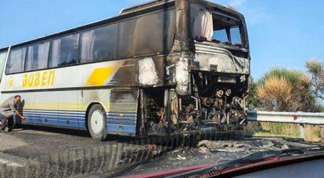 Τουριστικό λεωφορείο τυλίχτηκε στις φλόγες