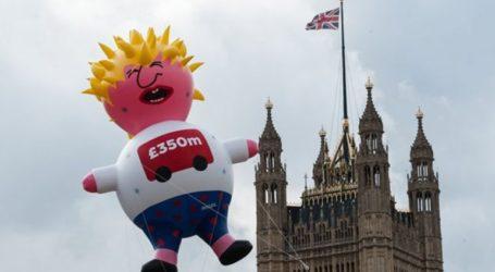Ο Μπόρις Τζόνσον ως «κλαψιάρικο μωρό» στον ουρανό του Λονδίνου