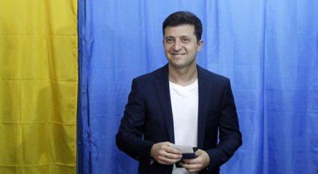 Νίκη για τον πρόεδρο Ζελένσκι με ποσοστό σχεδόν 44% δείχνουν τα έξιτ πολ